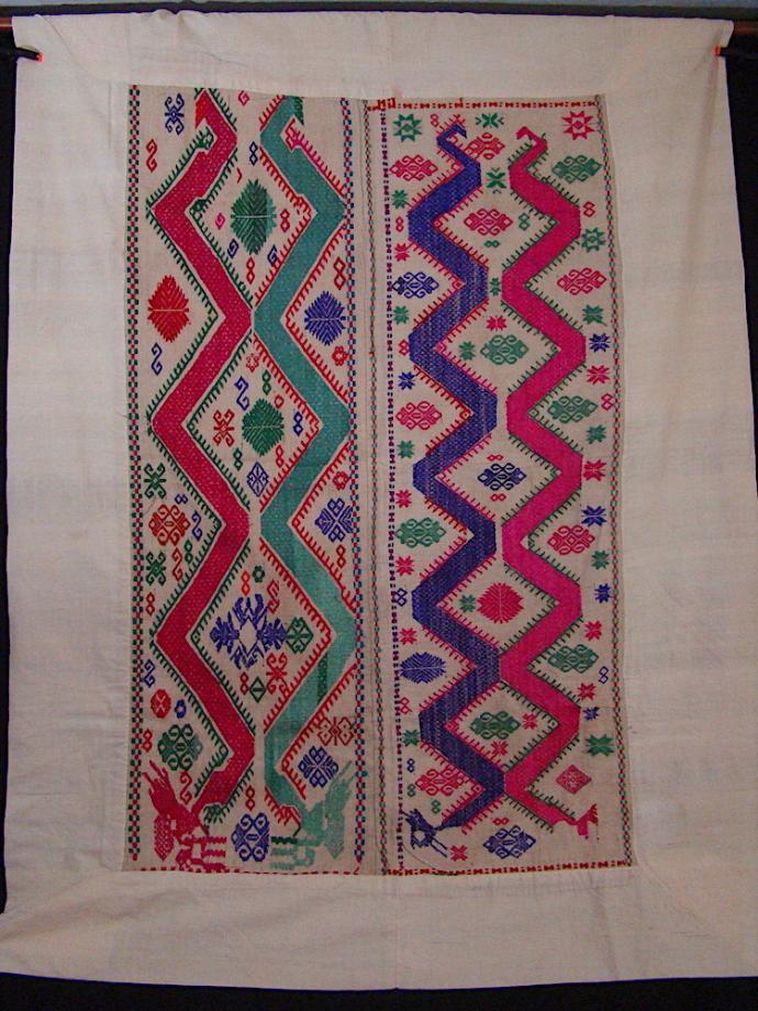 Tai Daeng dragon blanket