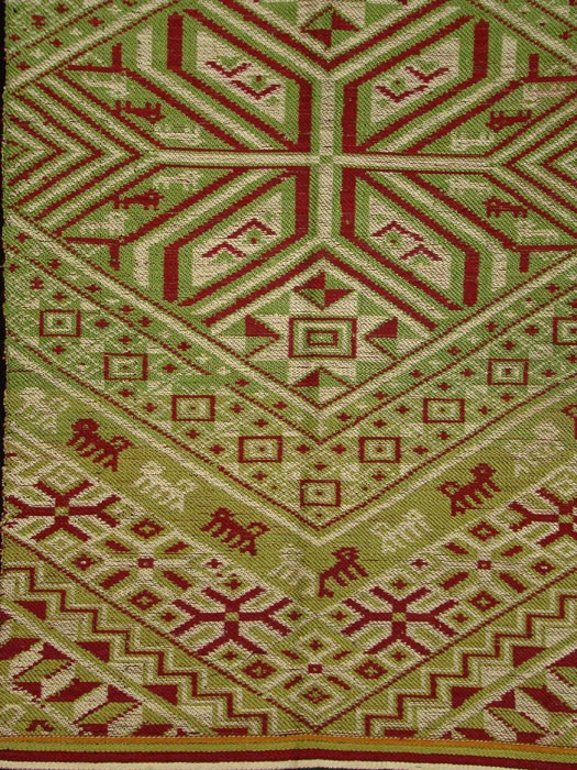 Silk Red & Green Blanket Center